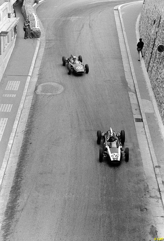 Bruce McLaren (#26) - Cooper Car Company - Cooper T55 & John Surtees (#22)- Yeoman Credit Racing Team - Cooper T53 - GP de Mónaco 1961 (Monte Carlo)