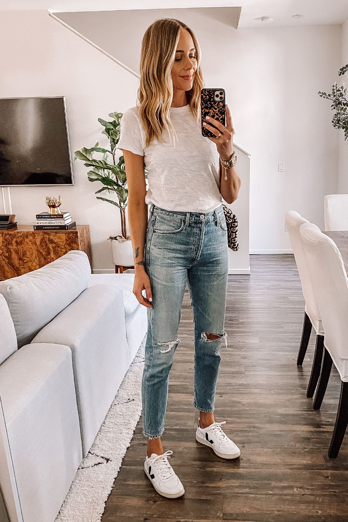 Photo of Ripped Jeans, Jeans and t-shirt, Easy outfit, Sneakers and Jeans