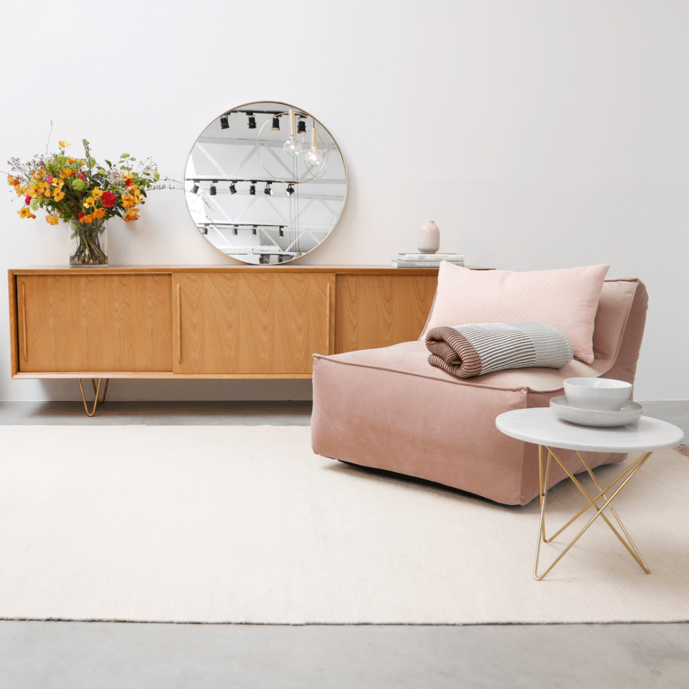 Maak een statement met deze gouden retro spiegel in je woonkamer ...