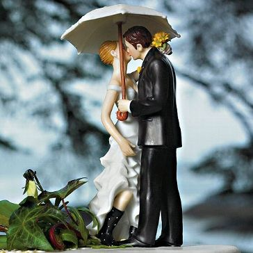 """Tortenfigur """"Liebesschirm"""" bringt Sonne auf die Hochzeitstorte - weddix"""