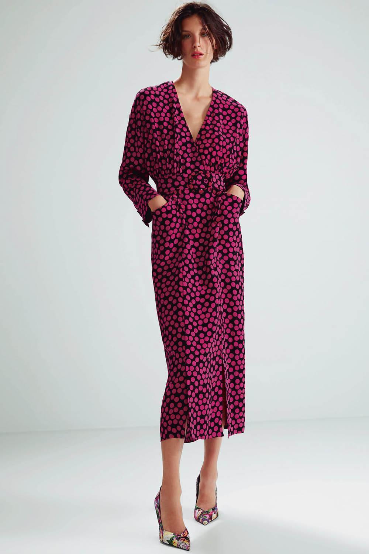 En Zara encontrarás los vestidos que mejor te sientan según la forma de tu  cuerpo 2e2d21c3dd7d