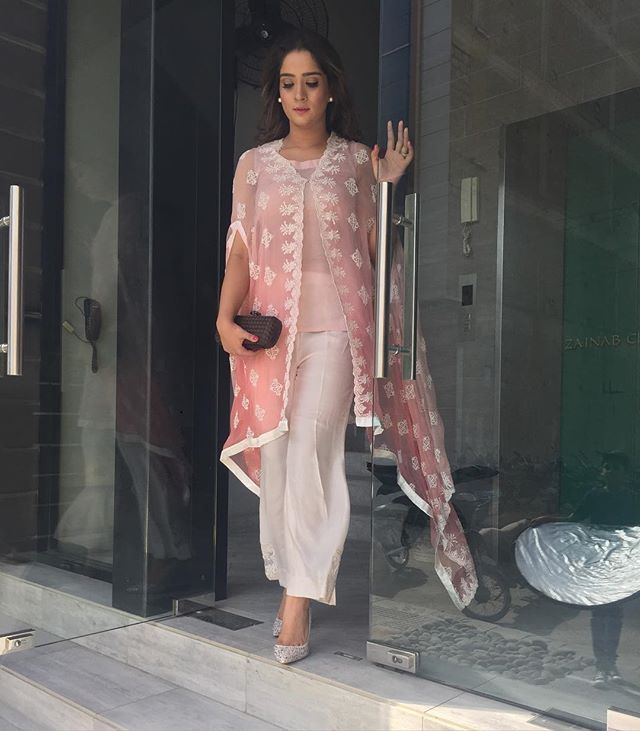 dae197aac0 Light pink cape from ZainabChottani's Eid Formals collection  @zainabchottaniofficial