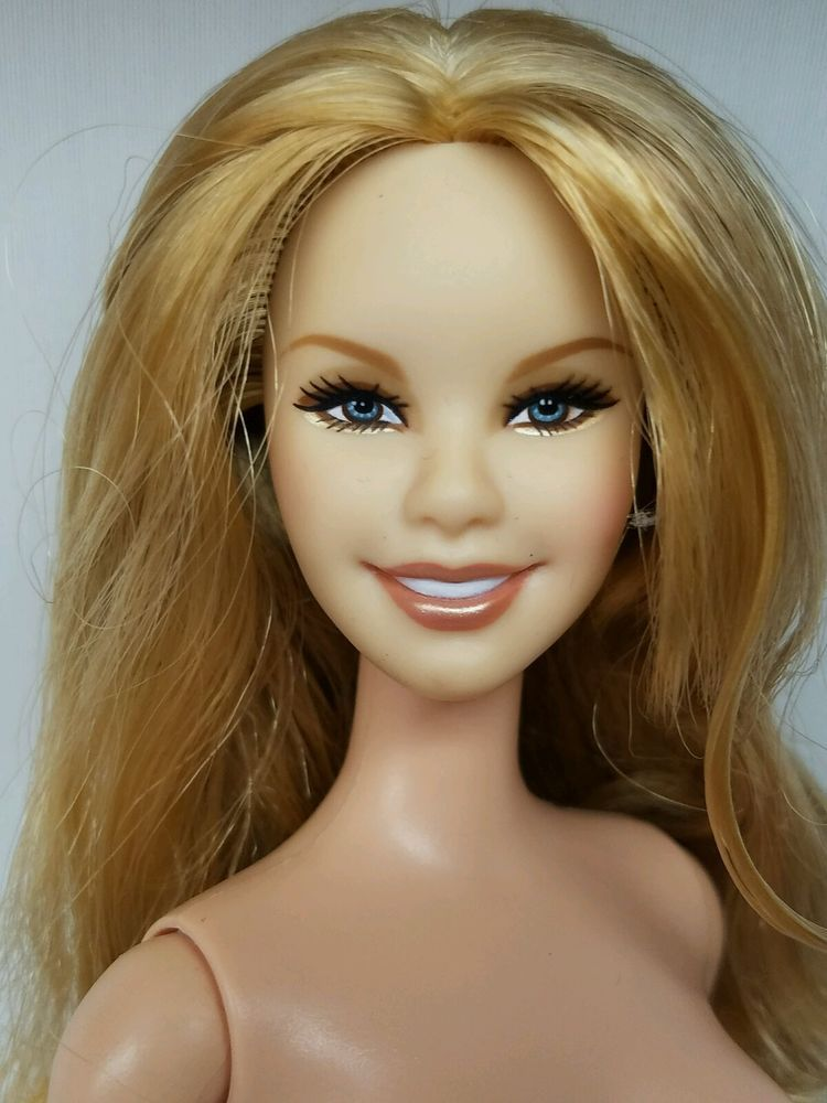 A real nude blond barbie