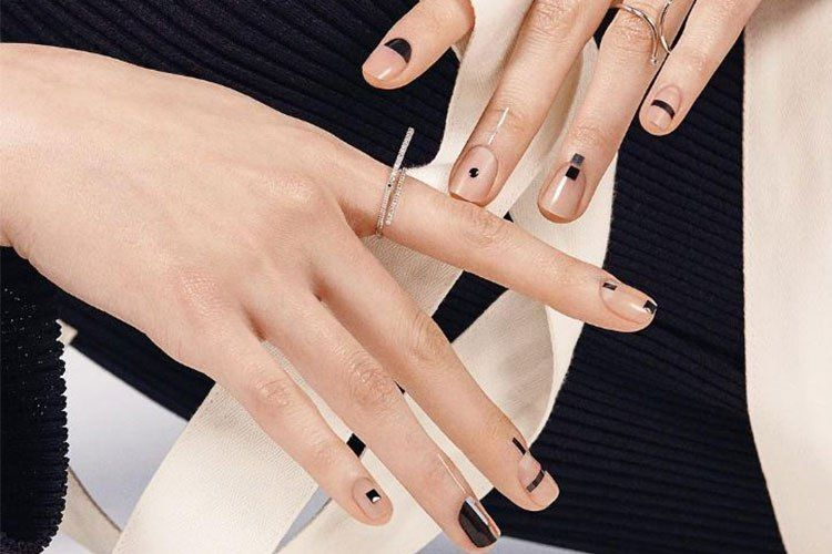Ways To Jazz Up Your Monochrome Nail Art Designs - Your nails don\'t ...