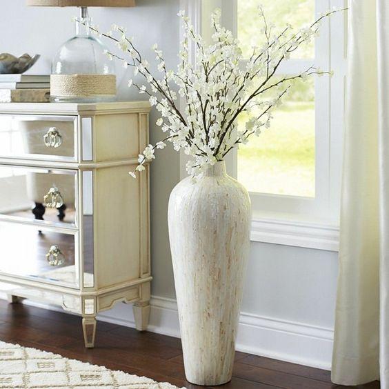 Tendencia En Floreros Gigantes Para Decorar Interiores Http Cursodedecoraciondeinteriores Com Tendencia En Flor Floor Vase Decor Large Floor Vase Home Decor