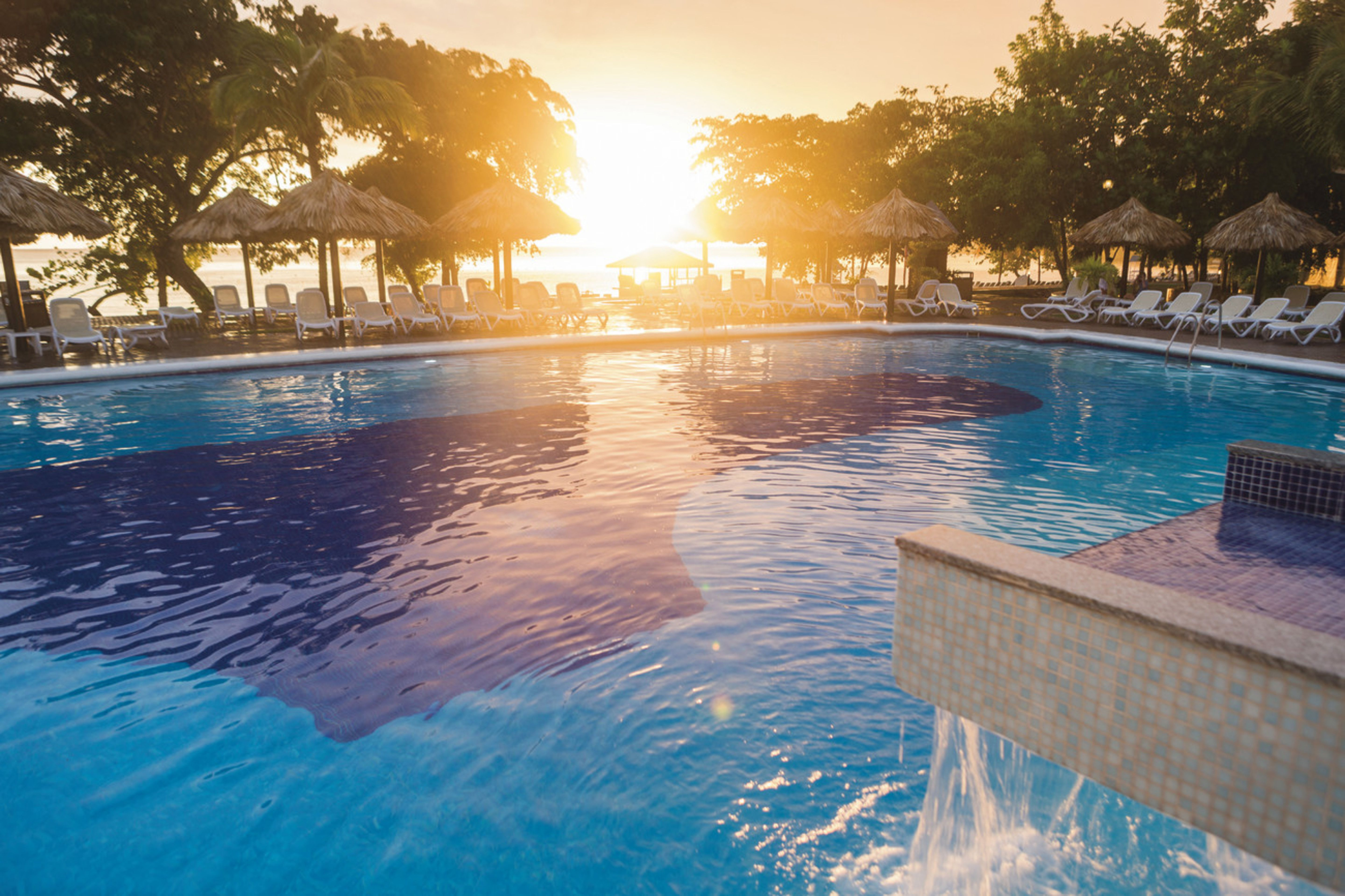 sunset at clubhotel riu negril all inclusive 24h hotel. Black Bedroom Furniture Sets. Home Design Ideas