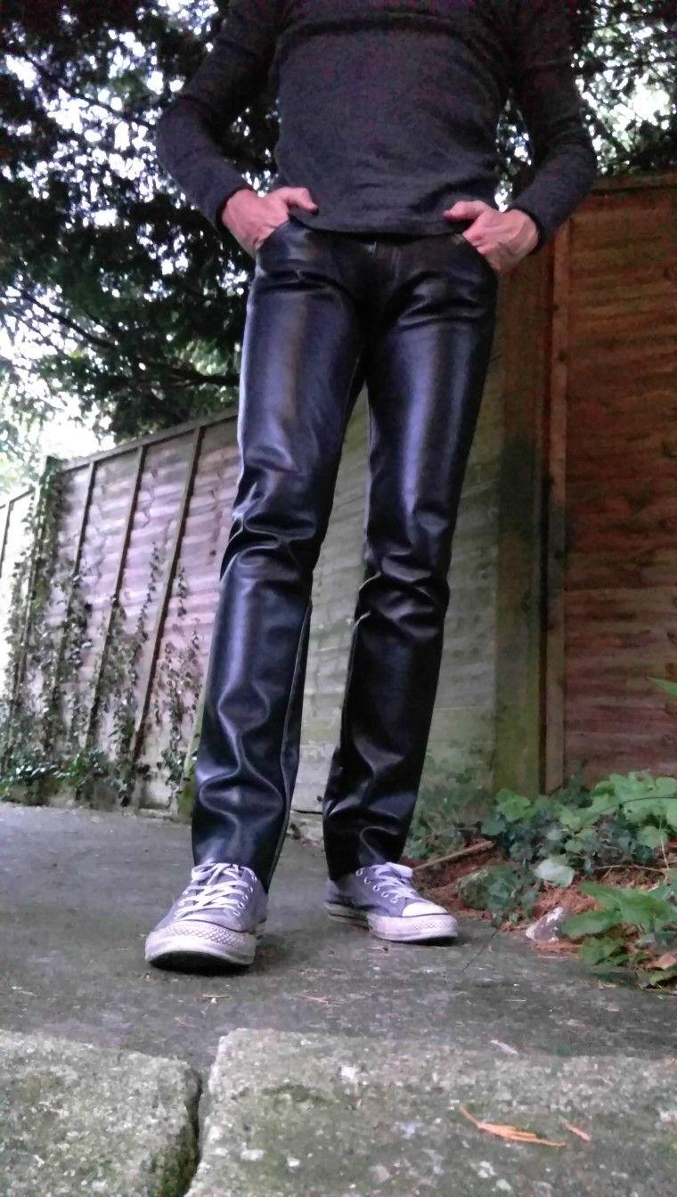 Pin van Loek op kleding man Leren broeken, Ledermode en