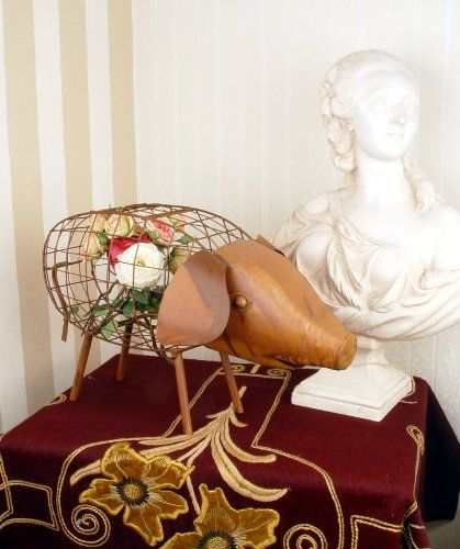 Garden Flowers Boxwood Pig Statue, Antique Style: Amazon.de: Garten