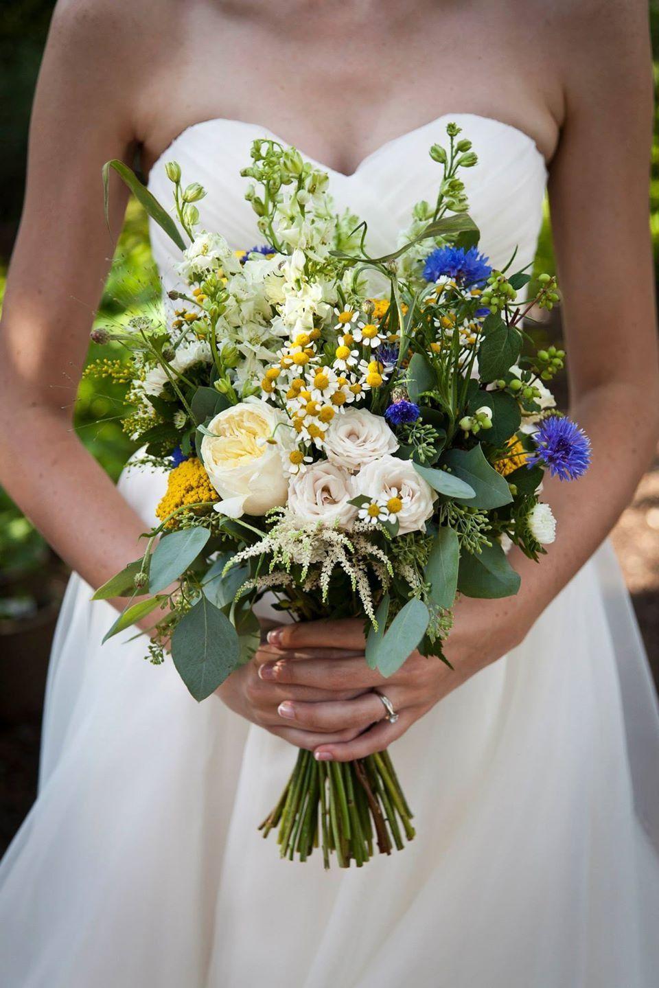 Wedding at the Saskatoon Farm, photography by Britta Kokemor, flowers by Amborella Floral Studio. <3