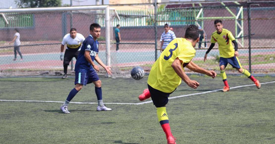 Equipo De Fútbol Con Mis Amigos Fútbol Equipo De Fútbol Jugar Futbol