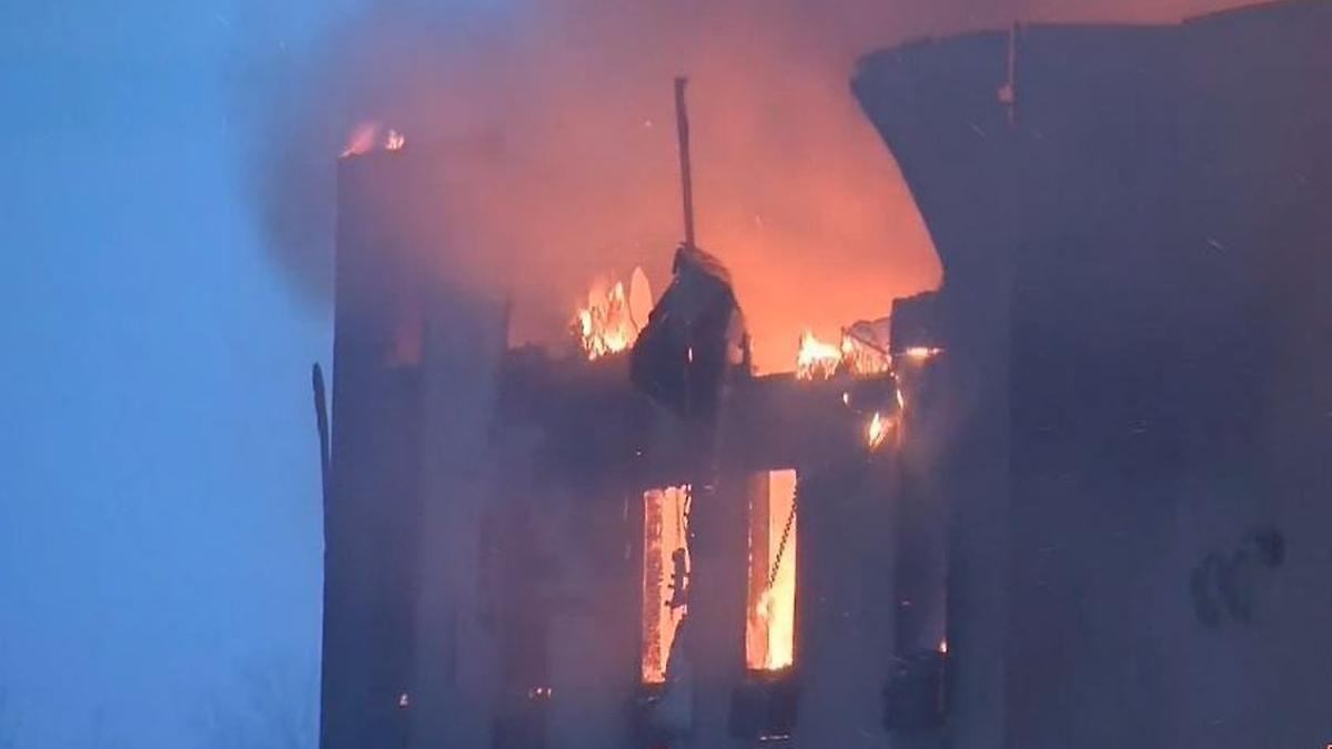 Zehntausende auf der Flucht vor Waldbrand: Teile von Fort McMurray stehen bereits in Flammen