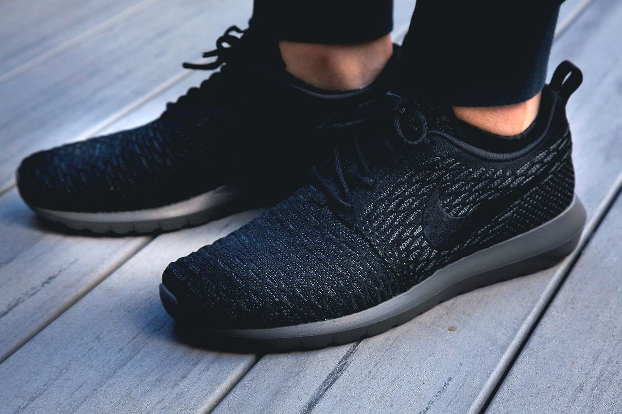 online store b3504 99879 NIKE ROSHE RUN FLYKNIT via Sneakerfreaker. Nike Style All Black ...