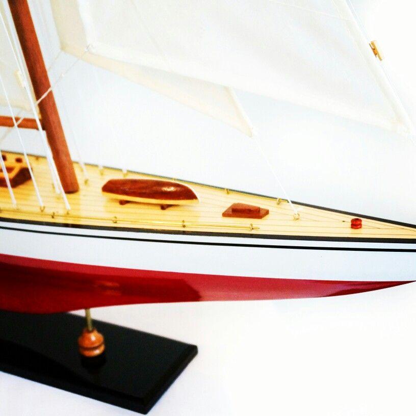 Drewniany model jachtu, stylowy model jachtu z drewna - podstawowy element morskiego wystroju wnętrz, ponadczasowa marynistyczna dekoracja, nobilitujący żeglarski prezent, stylowy dodatek w morskim stylu, żeglarski akcent i symbol pasujący do każdego pomieszczenia, drewniany model jachtu jako prezent nie tylko dla Żeglarzy i Ludzi Morza, pełen symboliki i elegancji upominek w morskim stylu http://Sklep.marynistyka.pl  http://Marynistyka.eu