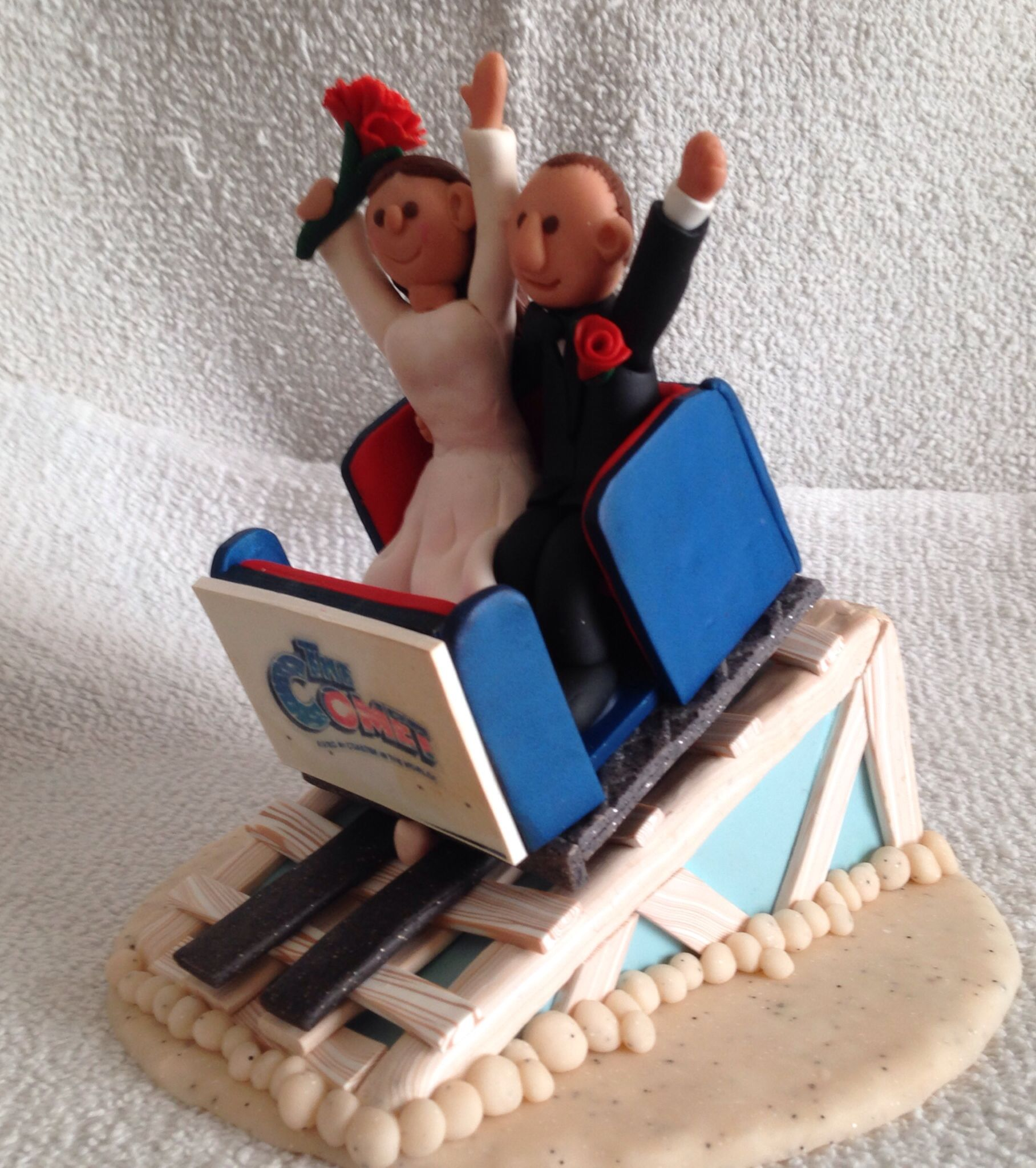 This One Is My Newest Creation The Couple S First Date Was On A Roller Coaster At The Great Escape And Roller Coaster Cake Wedding Cake Toppers Creative Cakes
