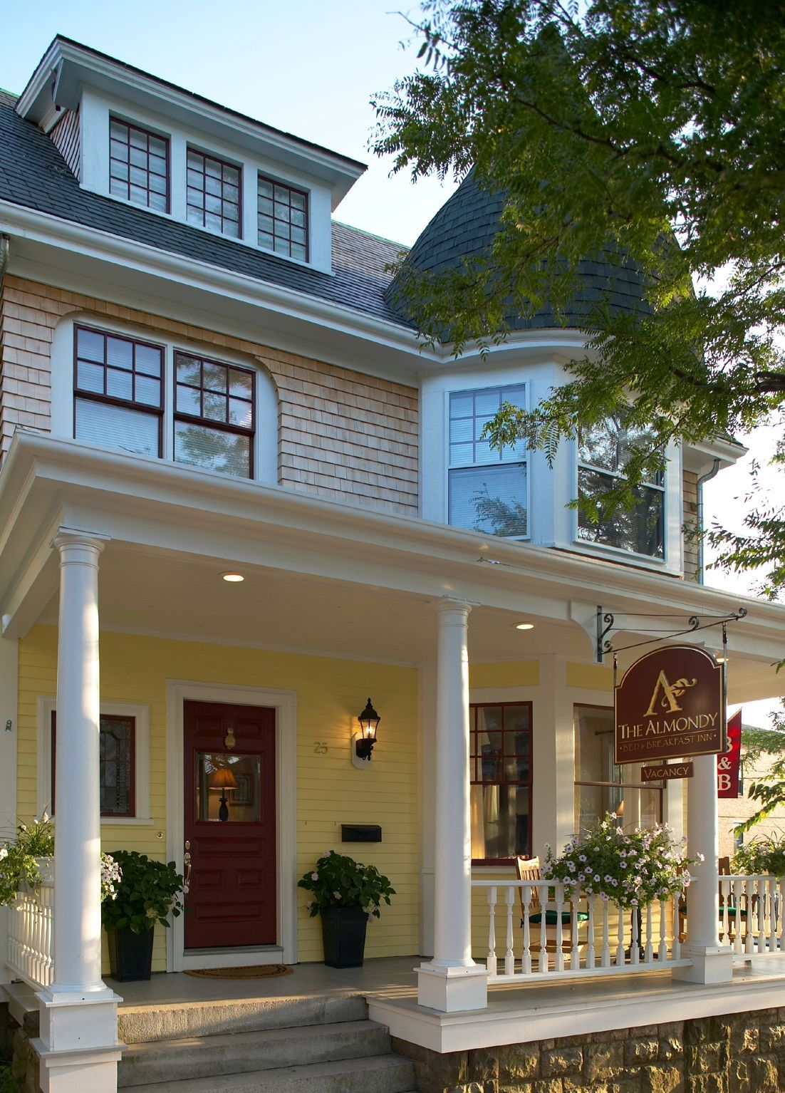 The Almondy Inn is conveniently located in beautiful