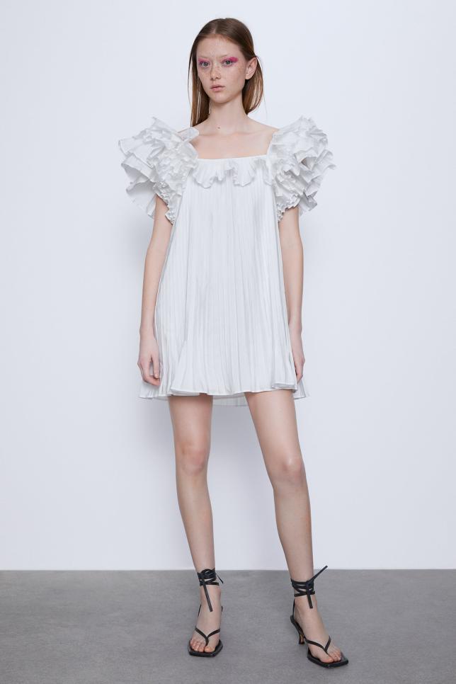 20 Vestidos Blancos Para Soñar Con El Verano Mujerhoy Com Pleated Dress Dresses Short Dresses