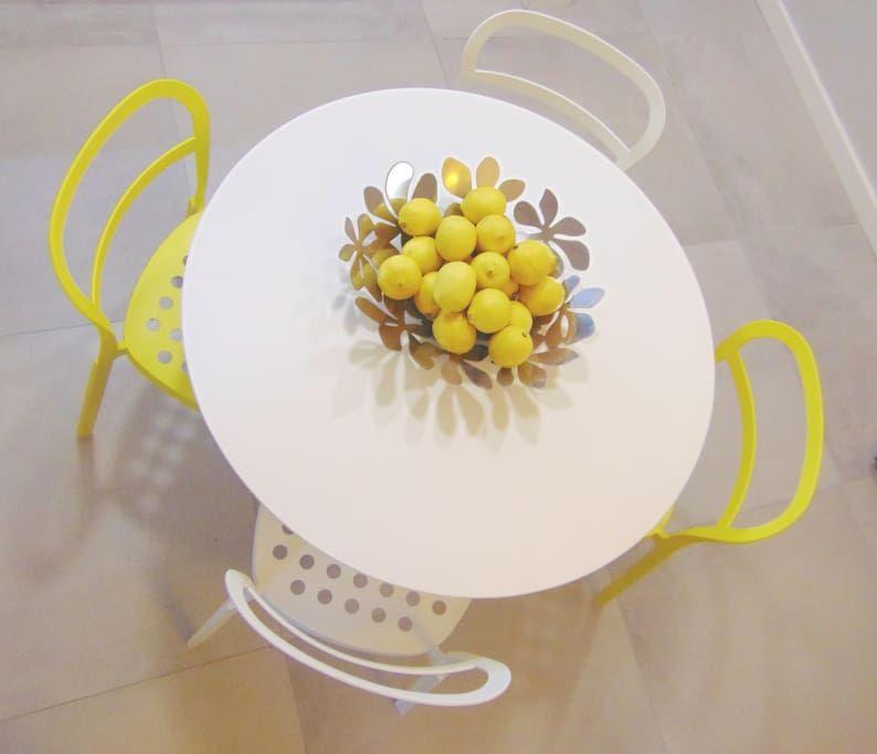 Δείτε αυτήν την υπέροχη καταχώρηση στην Airbnb: SunBow Yellow - Boutique Studio in Athens Center - Διαμερίσματα προς ενοικίαση στην/στο Athina: yellow athens