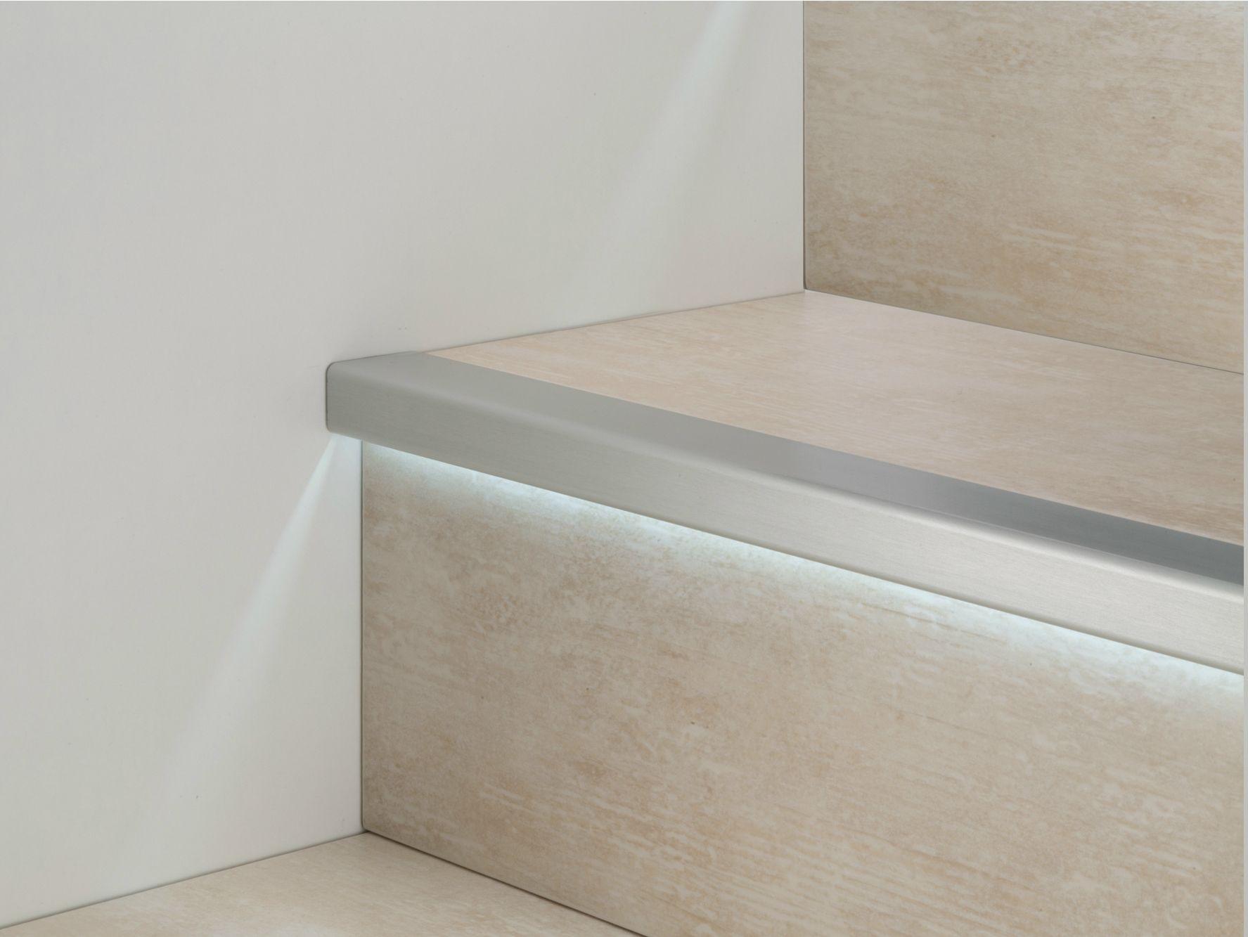 Perfiles esquineros de aluminio con led prolight prostep g for Escalera aluminio pequena