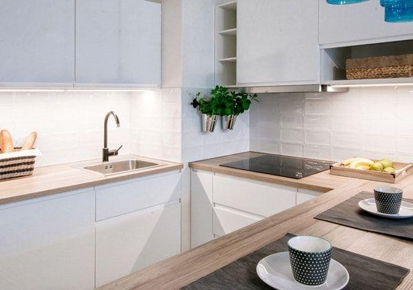 Cocinas Pequenas 6 Ideas Para Decorarlas Decoracion De Interiores Y Exteriores Estiloydeco Cocinas Pequenas Cocina Blanca Y Madera Muebles De Cocina