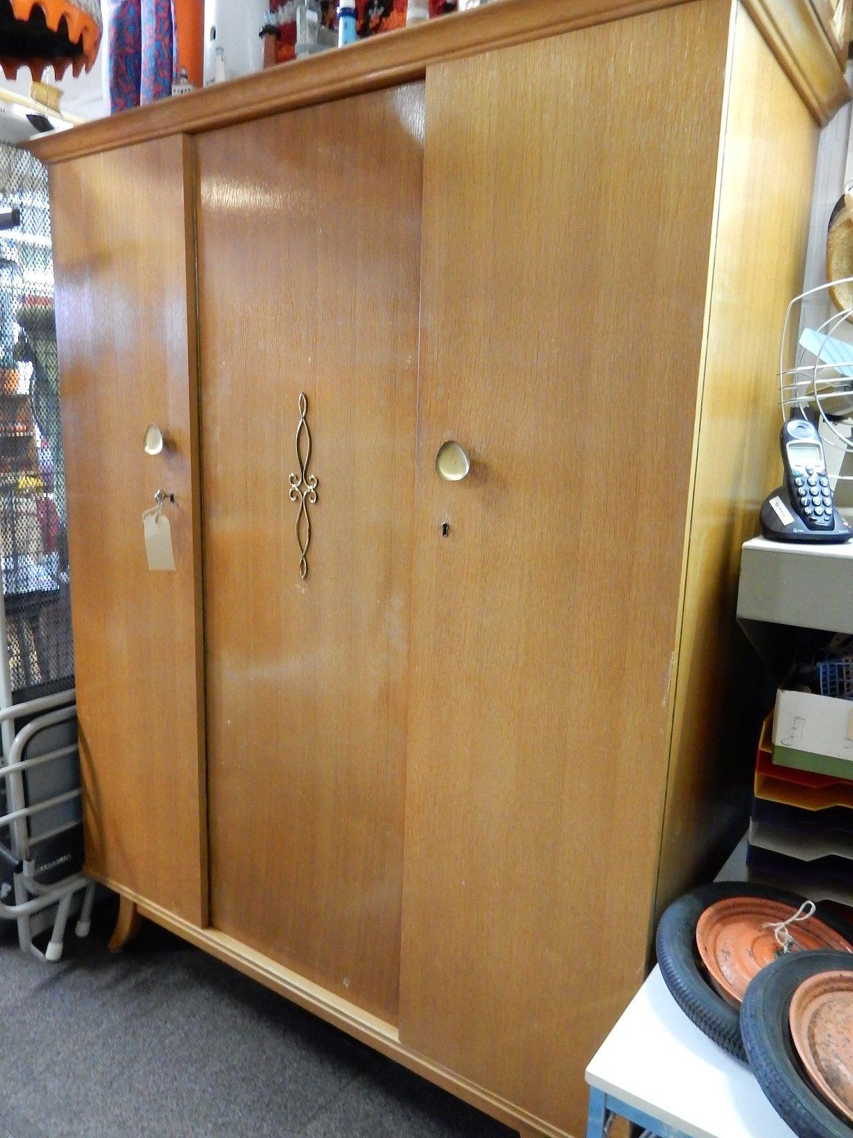Kledingkast 150 Cm Hoog.Te Koop Vintage Kledingkast Afmetingen 185 Cm Hoog 60 Cm Diep En
