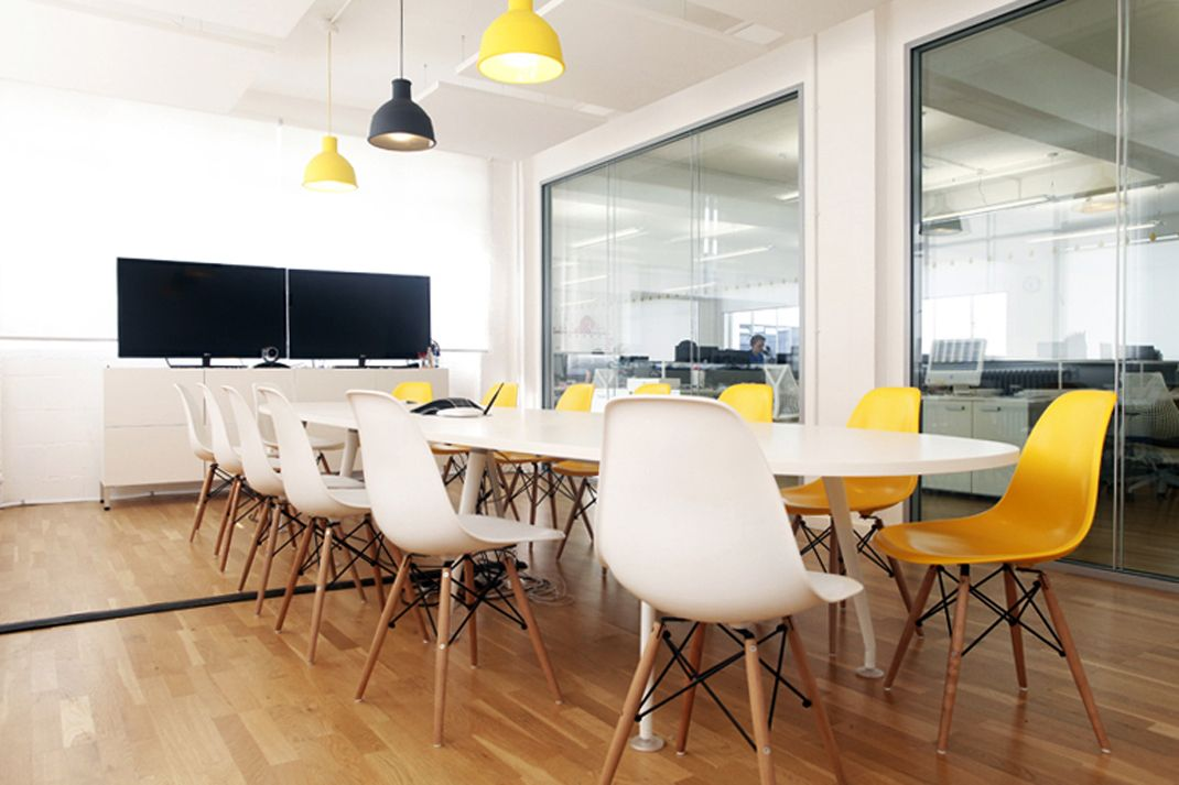 quantum marketing innolab pinterest vintage leather sofa meeting rooms and marketing awesome office conference room