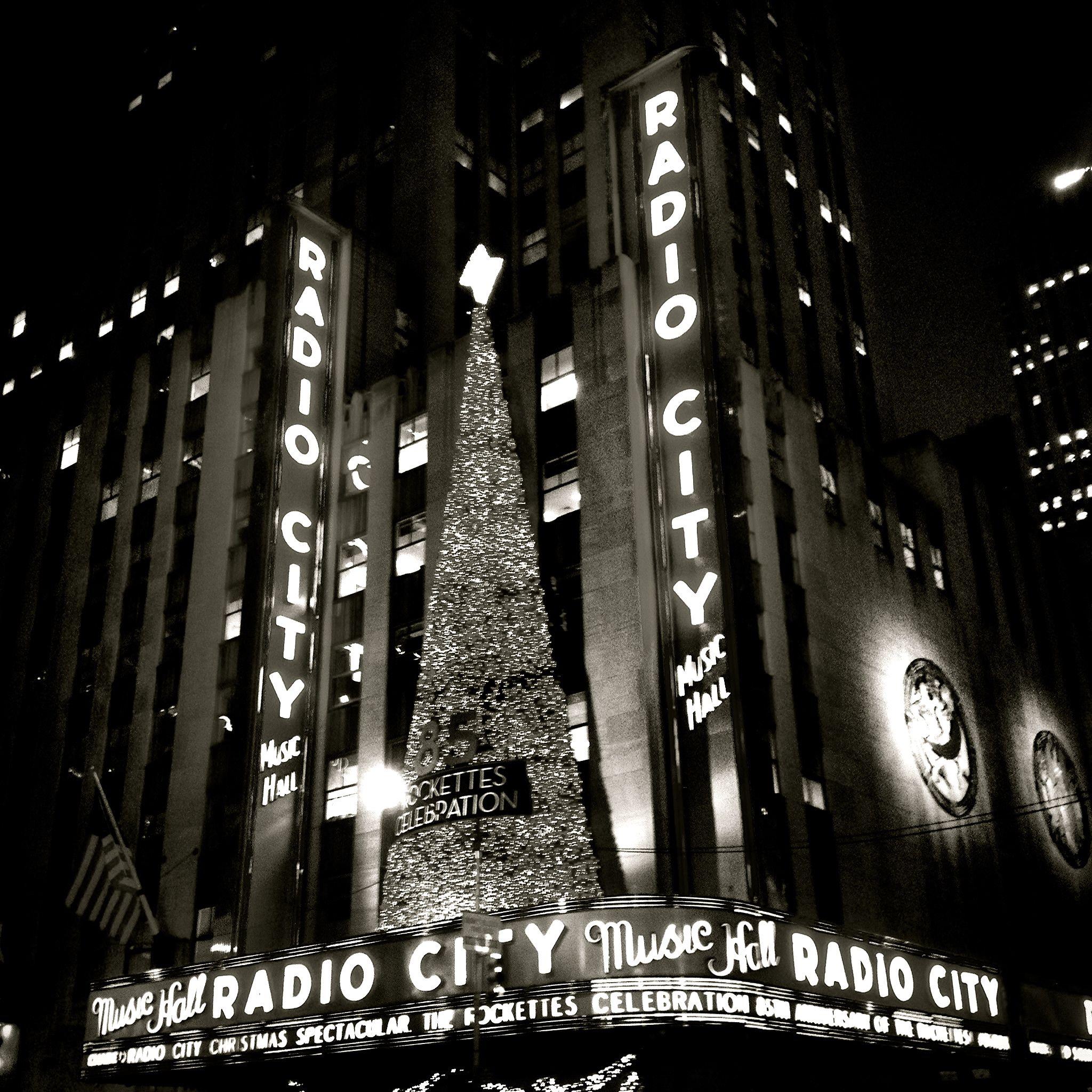 Radio City Music Hall B&W - Christmas in 2018 | Vintage New York all ...