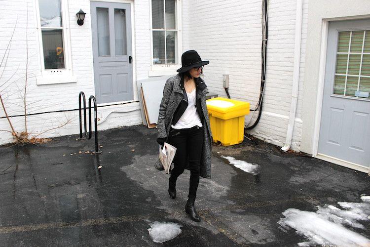 WoahStyle.com |  Lisbeth jóias, Mackage casaco, chapéu, calça jeans moto, ankle boots preta Alexander Wang, bolsa saco de Alexander Wang Prisma motociclista, Aritzia Jacoby Brasão #streetstyle