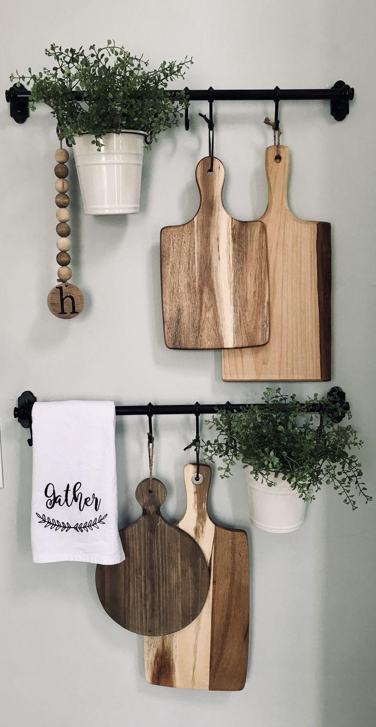 Planche En Bois Deco les planches en bois décorent les murs de la cuisine avec