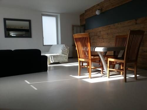 L Houmeau Village L'Houmeau Set in L?Houmeau in the Poitou-Charentes Region, this detached holiday home is 5 km from La Rochelle. Guests benefit from terrace. Free WiFi is offered .  There is a seating area and a kitchen equipped with a dishwasher.