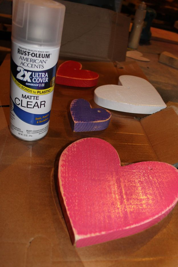 Rustic Wooden Valentines Heart Decoration Ideas | http://diyready.com/how-to-make-hanging-hearts/