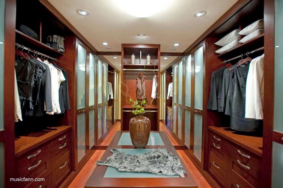 de casas y cuarto de vestir en la residencia