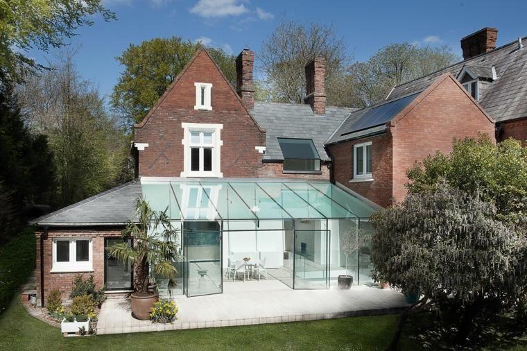 Extension de grande maison ancienne avec toit vitré -