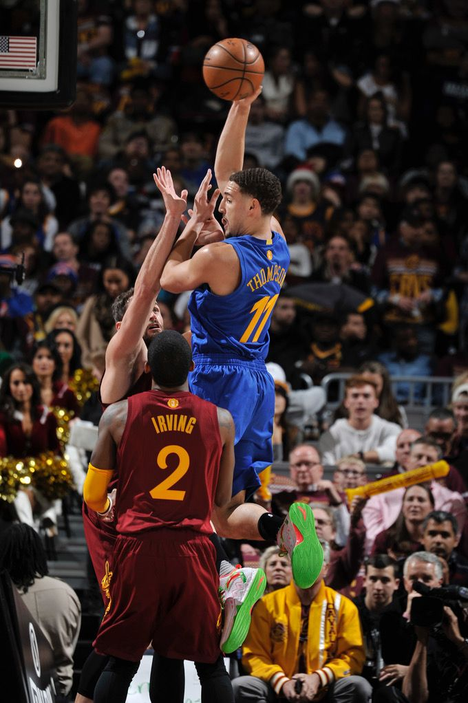 Christmas Day Basketball.Warriors Fall To Cavs In Christmas Day Nailbiter Dec 25