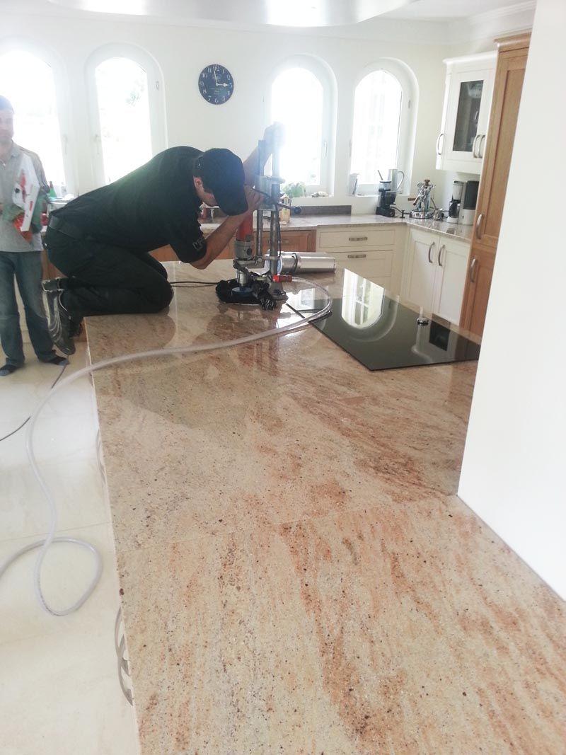 Aufmass Lieferung Und Montage Der Granit Arbeitsplatten Material Ivory Brown Shivakashi In 3 Cm Starke Die Granit Granit Arbeitsplatte Arbeitsplatte Granit