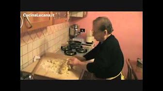 """APS LE SORELLE ALLA SCOPERTA DELLE RADICI ENOGASTRONOMICHE: """"PITTA CU PASSULE"""" - YouTube"""