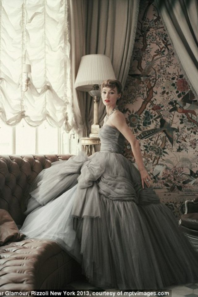 Les Collections Dior Photographiees Par Mark Shaw Vintage Dior Vintage Couture Vintage Gowns