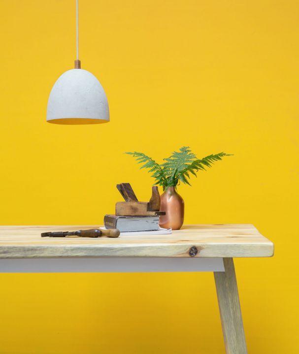 Beton, Holz, Metall: Das Berliner Label Woodboom entwirft Möbel, Leuchten und Accessoires im urban-rustikalen Stil.