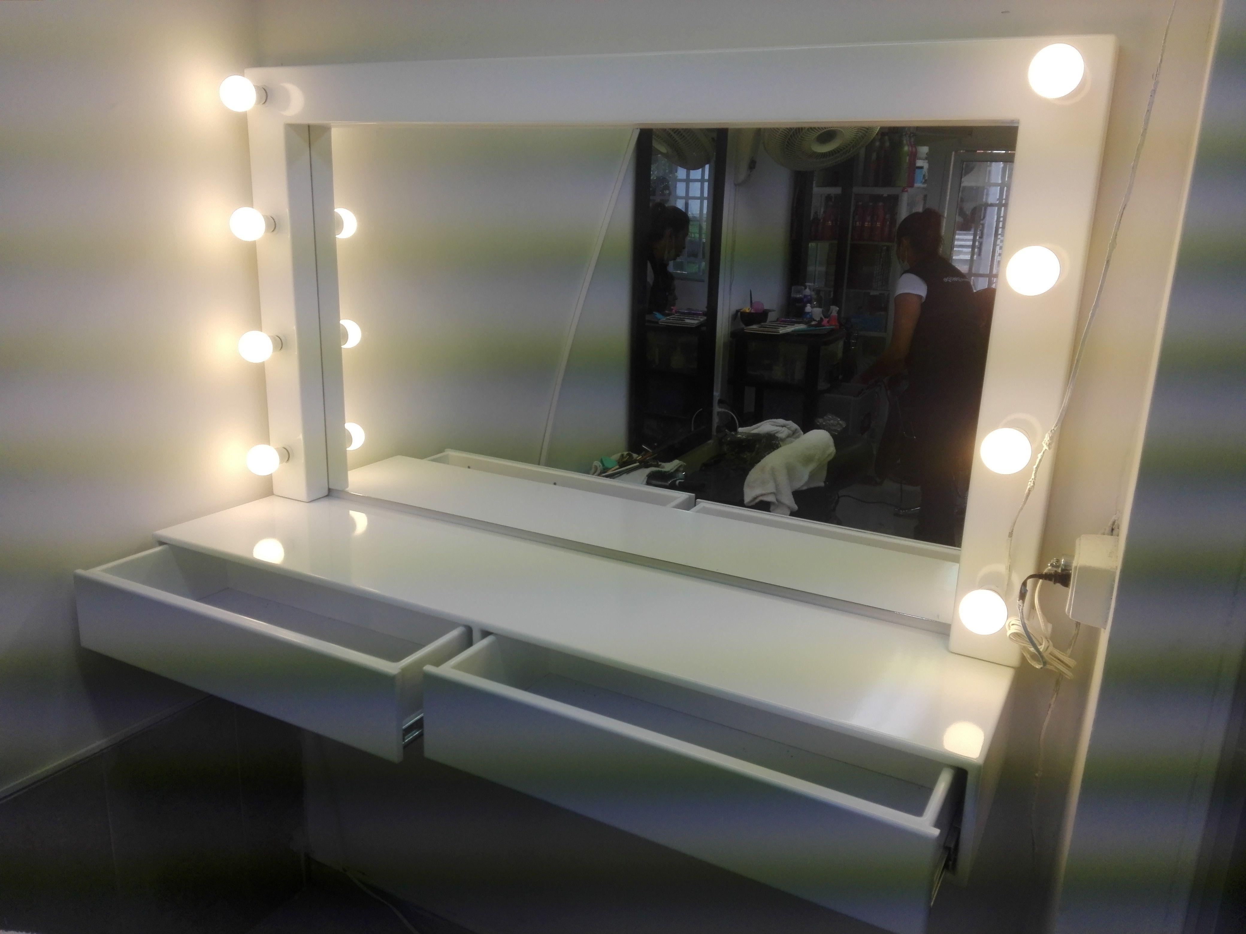 Mueble para maquillaje profesional  Proyectos Realizados