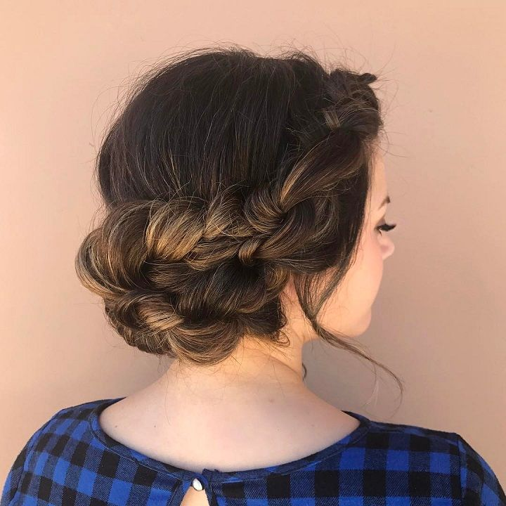 Knotted updo wedding hairstyle for romantic brides #hairinspo #hair #haircolor #braids #beachywaves #sunkissed #texture #updo #bridalhair weddinghairstyle #bronde #bride