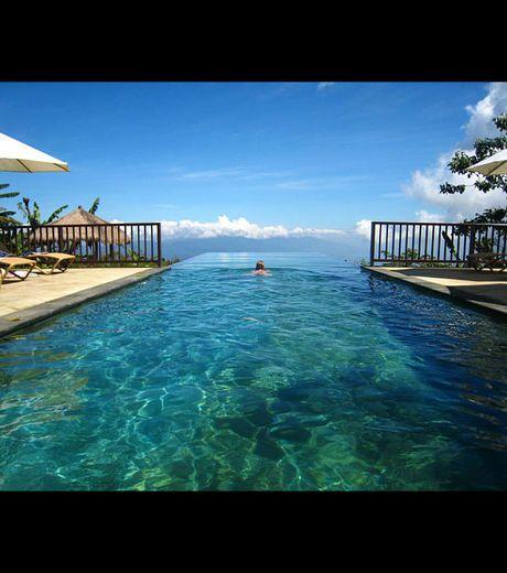 La Piscine A Debordement De L Hotel Ayana Resort And Spa De Bali