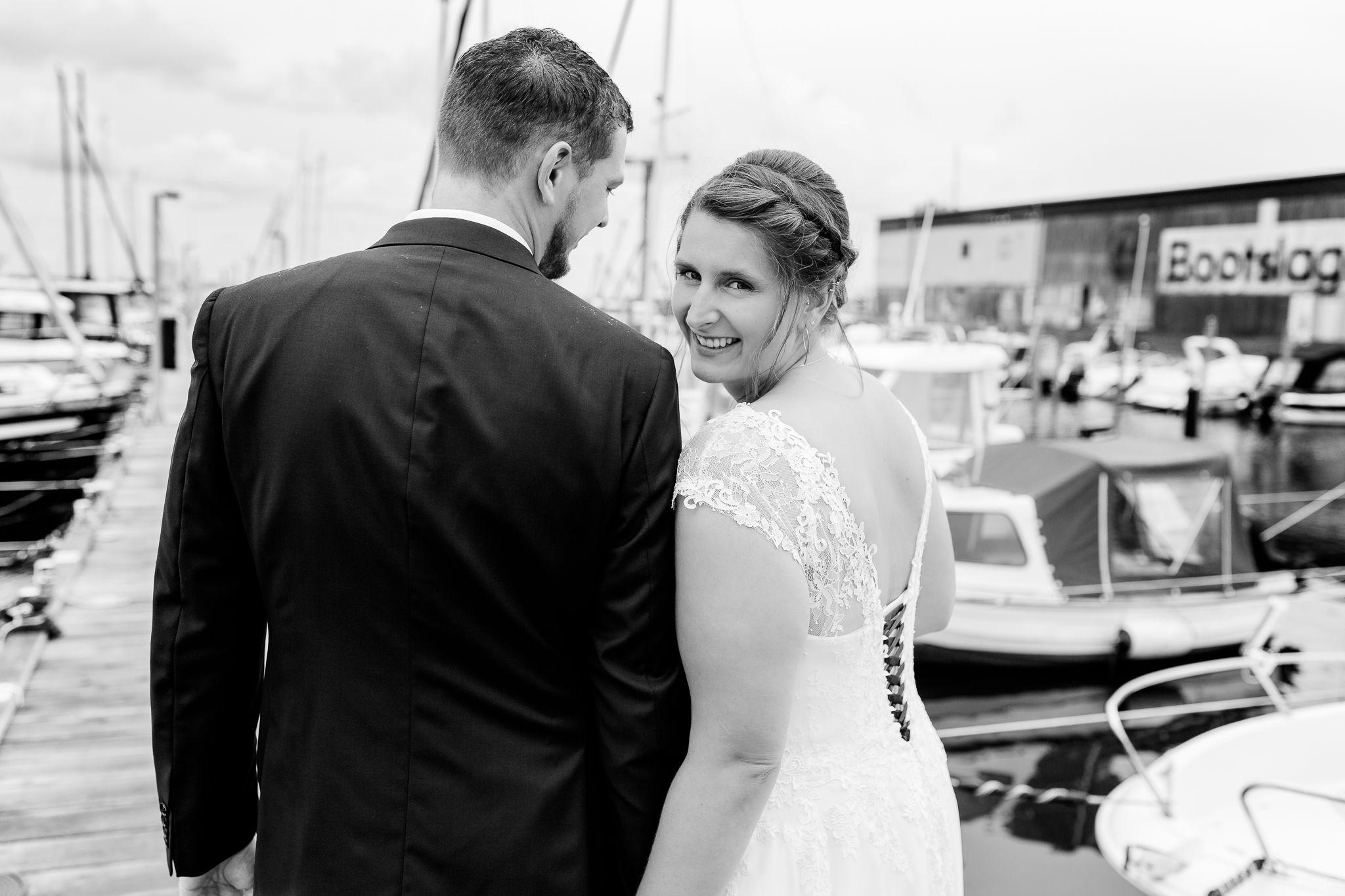 Brautpaar Shooting Im Yachthafen Regen Hochzeit Maritime Hochzeit Brautpaar
