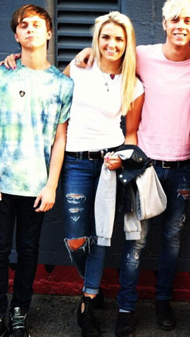 Riker and Rydel are all smiles and Ratliff's like sup