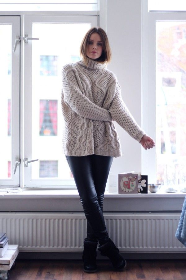 b09db9dc4393e9 Oversized cable knitted sweaters