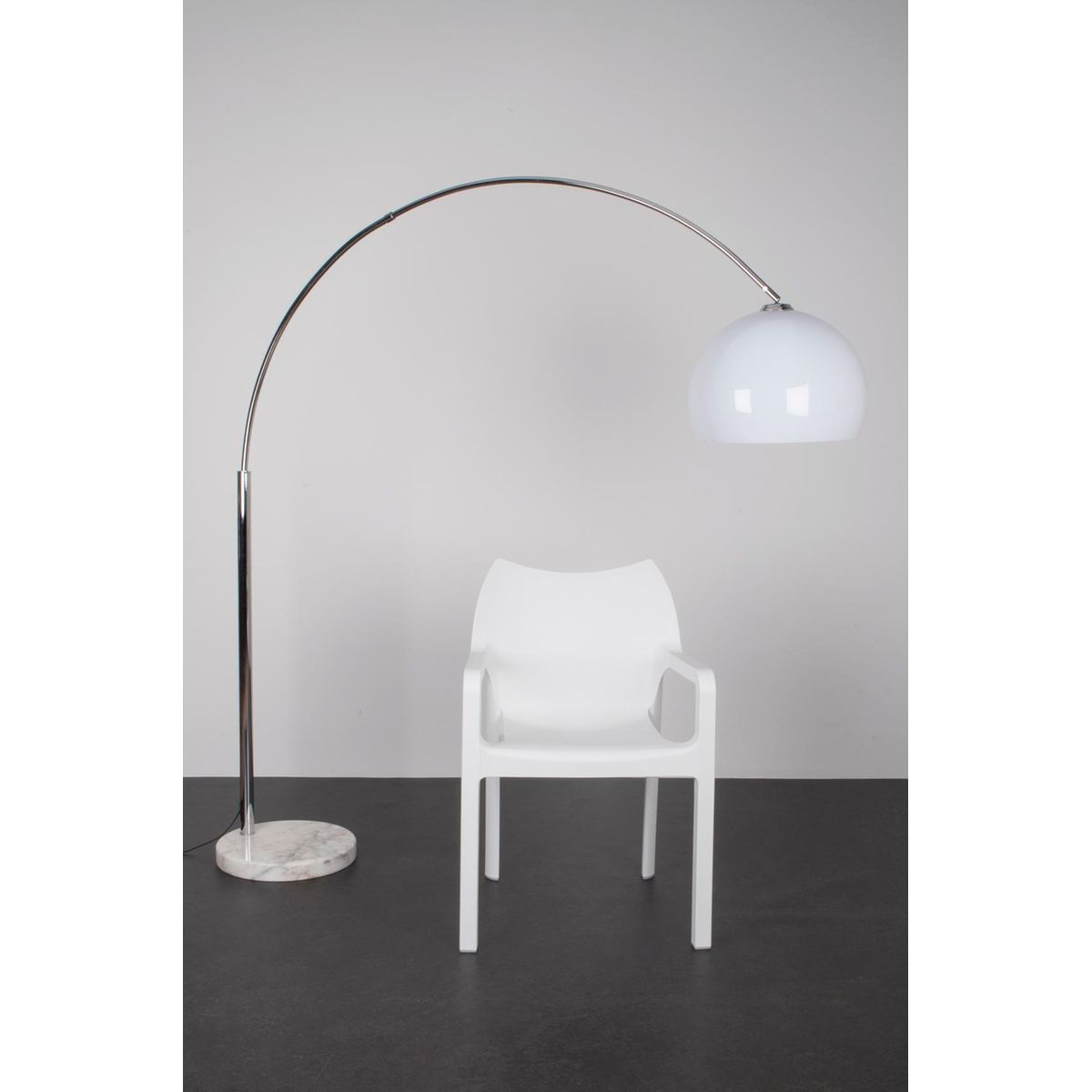 lampadaire bow blanc rendez vous deco la redoute mobile. Black Bedroom Furniture Sets. Home Design Ideas