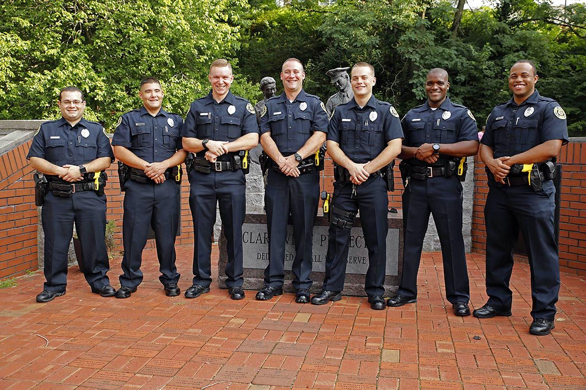 Seven Clarksville Police Officers Graduate From The Tennessee Law Enforcement Academy Clarksville Tn Online Police Officer Police Law Enforcement