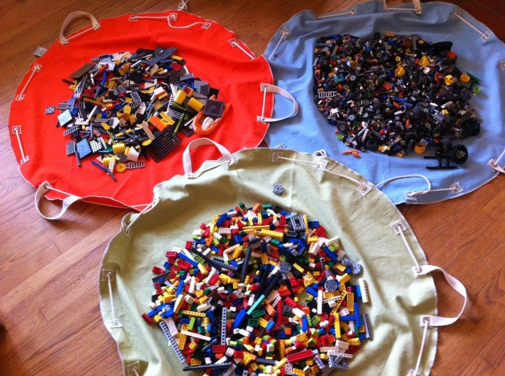 """""""builder bag"""" for legos, playmobil, or other sets with lots of small pieces!   Brilliant"""