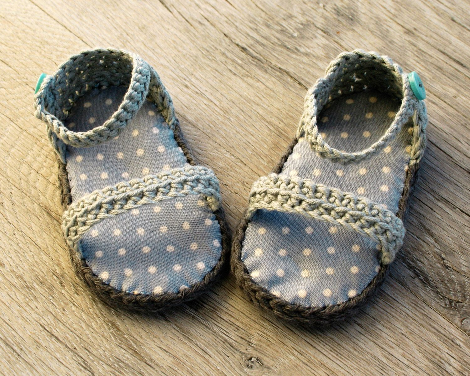 Otto Babyzimmer ~ Otto gray crochet baby boy sandals with blue polka dots insole 100