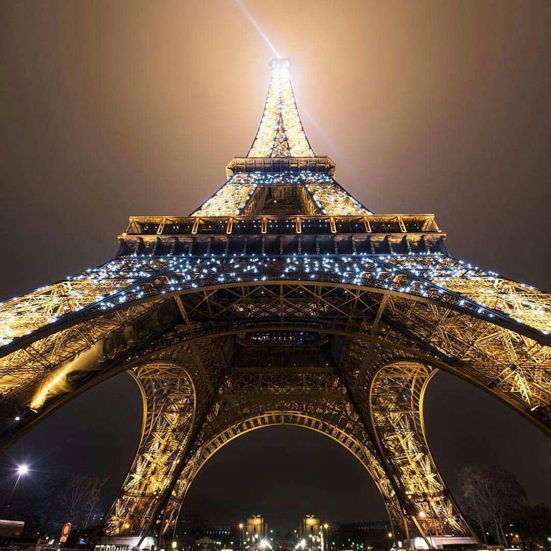 """Eiffel ❤ Photo by @candidcameraman"""