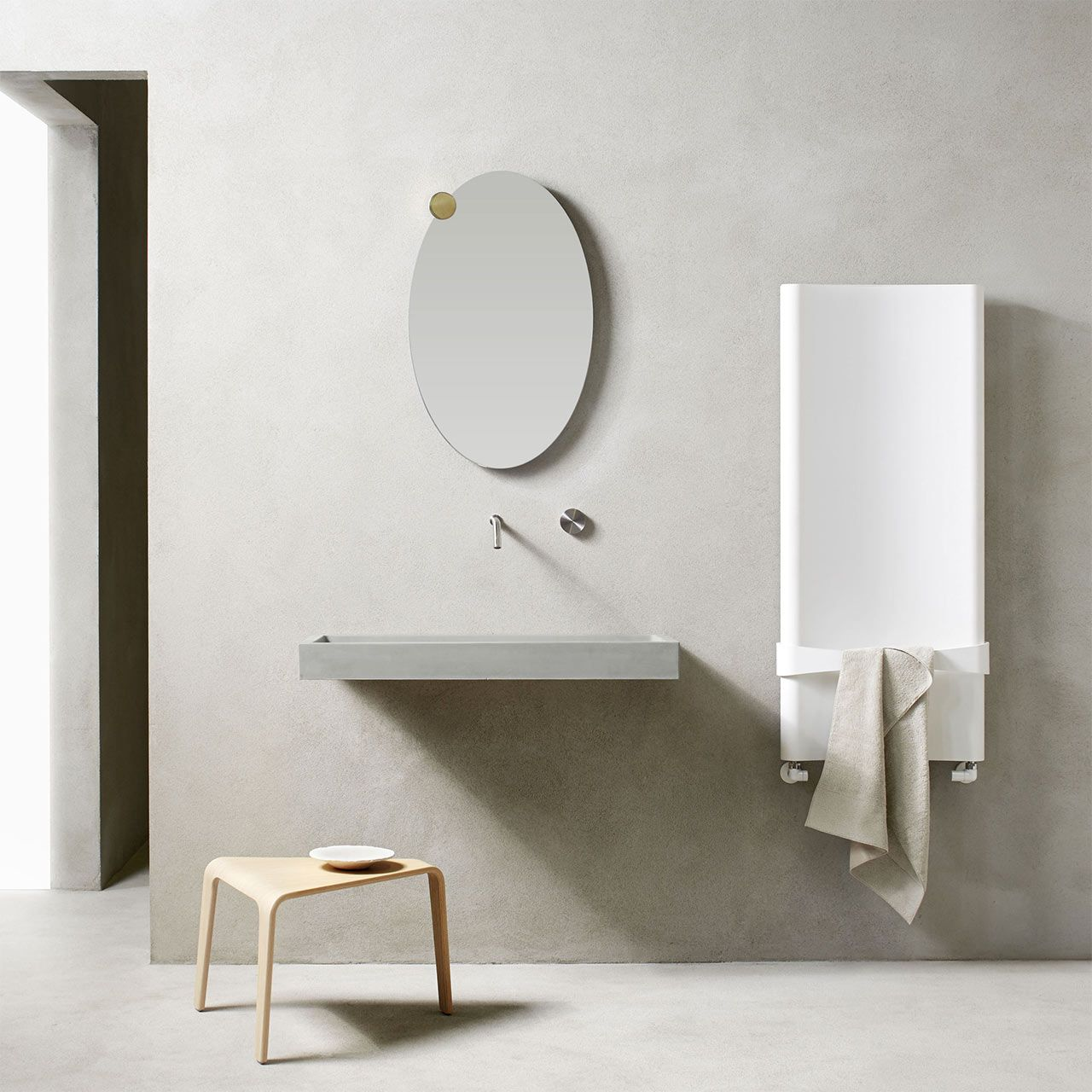 In the bathroom Caleido, radiator Bent