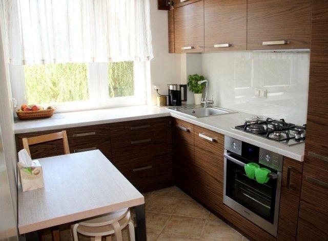 einrichtungsideen kleine küche L-form holz schrankfronten ...